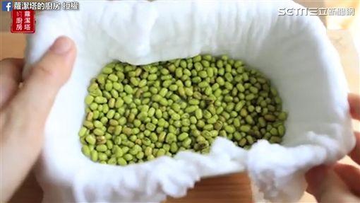 蘿潔塔分享孵綠豆的影片。(圖/蘿潔塔的廚房臉書授權)