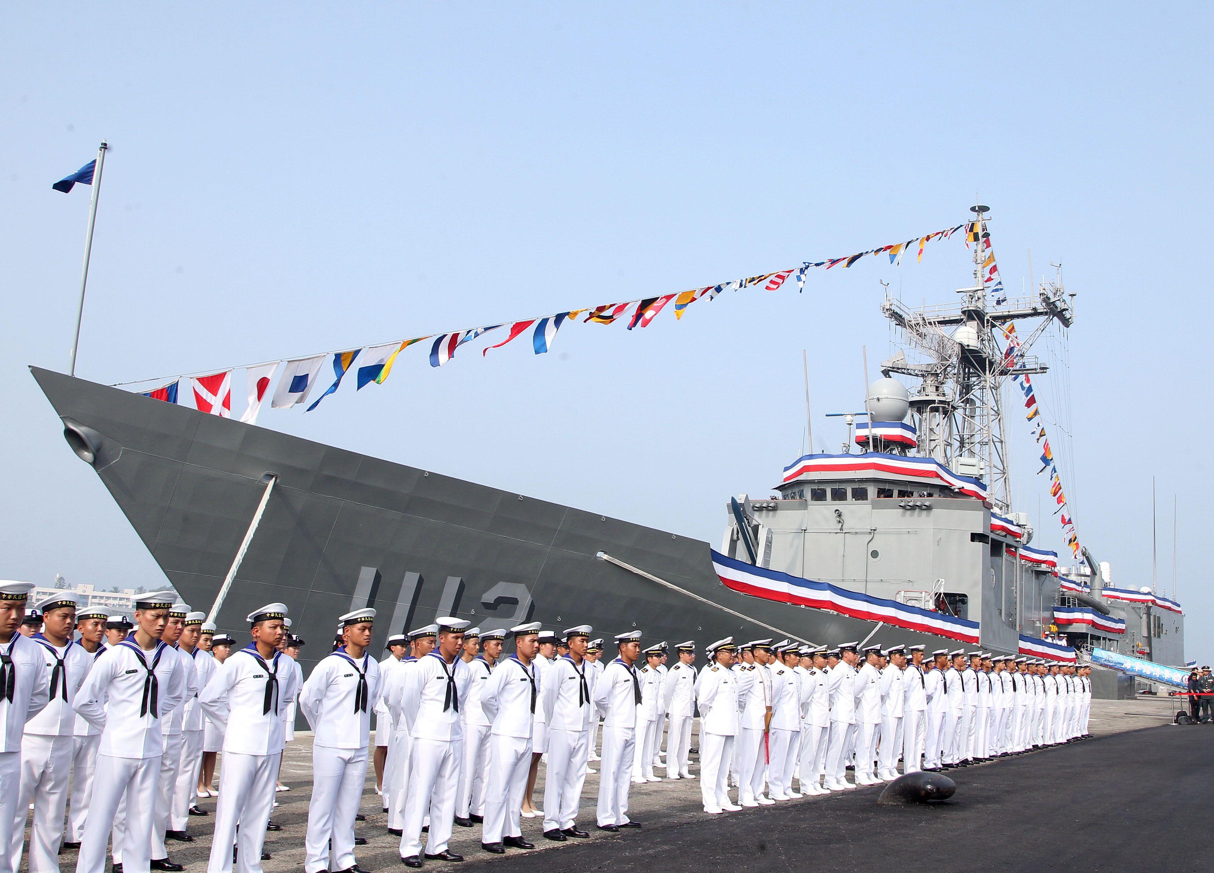 總統蔡英文主持海軍「銘傳、逢甲艦」成軍典禮。(記者邱榮吉/攝影)