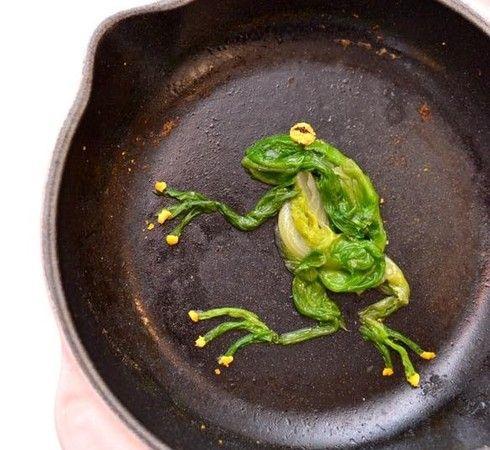 一名媽媽將兒子吃不完的剩菜繞成可愛青蛙,網友大讚:太有才!(圖/翻攝自臉書《爆廢公社》)