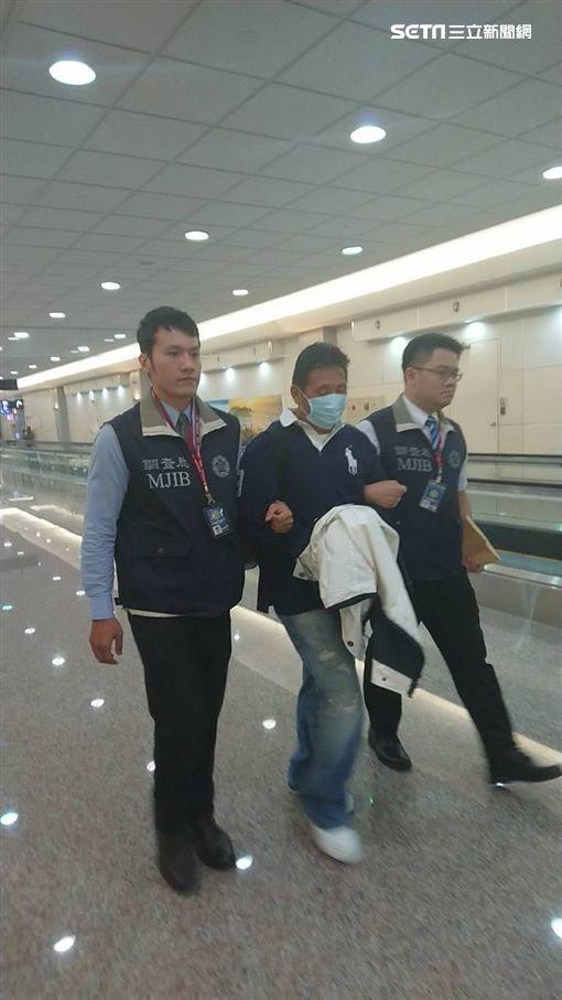 劉振強,經濟重犯,壓解,桃園機場,翻攝畫面