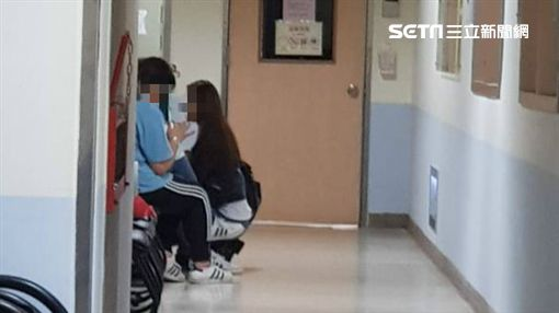 阿娥、林吟蔚經紀人在加護中心外 圖/記者李依純攝影