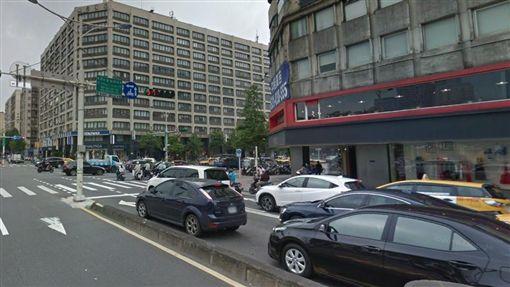 台北,忠孝東路,光復北路,車禍,機車,ohca。翻攝自Google Map