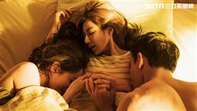 陳怡蓉(中)黃柏鈞(右)Janet(左)《雙城故事》上演激吻情節。(圖/青睞影視提供)