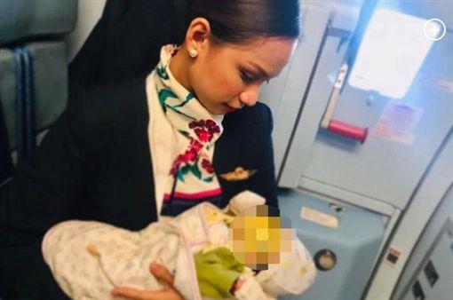 菲律賓,空姐,哺乳寶寶(圖/翻攝自推特)
