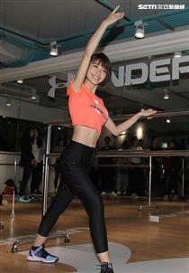 林明禎勤運動練出好身材。(記者邱榮吉/攝影)