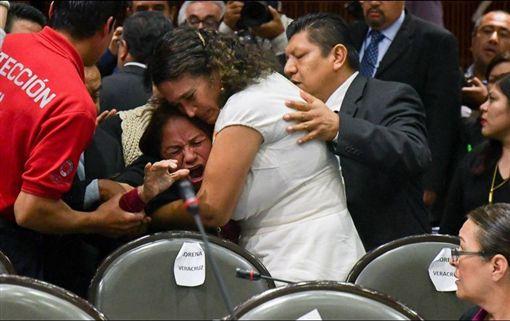 墨西哥國會議員卡門(Carmen Medel)(圖/翻攝自推特)