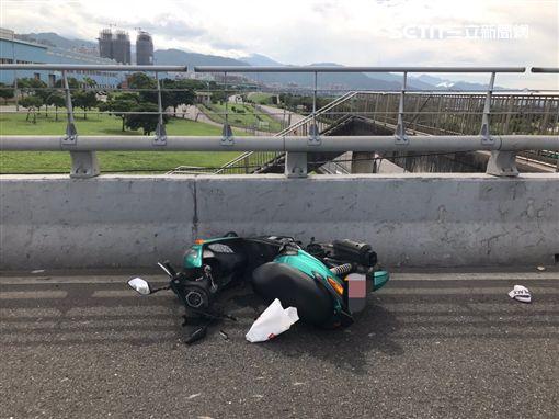 新北市,板橋,浮洲橋,自摔,死亡車禍,車禍