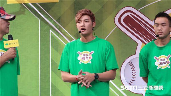 旅韓職棒好手王維中出席國泰棒球嘉年華。(圖/記者王怡翔攝影)