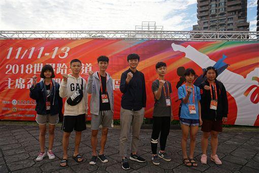 里約奧運國手莊佳佳(左4)重出江湖。(圖/中華跆協提供)
