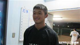 ▲19歲投手江國謙與千葉羅德交流賽登板。(圖/記者蕭保祥攝影)