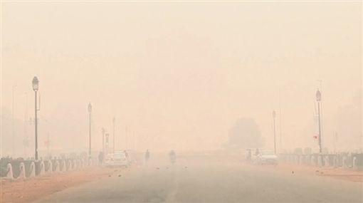 印度PM2.5指數飆至999(圖/翻攝自AFP TV)