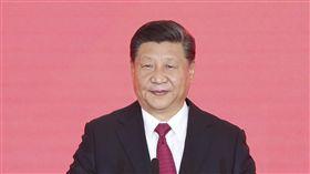 習近平將在中國進博會發表演講中國商務部29日宣布,中國國家主席習近平11月5日將出席首屆中國國際進口博覽會開幕式並發表主旨演講。習近平已許久未公開演講。他23日出席港珠澳大橋開通儀式(圖),僅宣布開通卻未致辭,曾引發諸多揣測。(中新社提供)中央社 107年10月29日