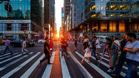 16:9