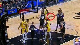 亂入國王菜鳥罰球 朗多成功騙到擊掌 NBA,洛杉磯湖人,Rajon Rondo,亂入,擊掌 翻攝自推特