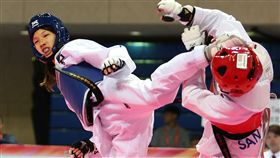 林唯均(左)拿下青少女49公斤級冠軍。(圖/中華民國跆拳道協會提供)