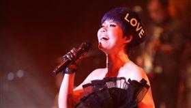 詹雅雯宣布10月台中開唱(3)金曲台語歌后詹雅雯10月將在台中舉辦「一見中情」演唱會,透露可能會抽選「有緣」的觀眾席位置,直接和台下粉絲比鄰而坐,打破歌手和觀眾的距離。(台中廣播提供)中央社記者江佩凌傳真 107年8月19日
