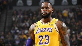 關鍵兩罰投丟!詹皇自批:我是垃圾… NBA,洛杉磯湖人,LeBron James,垃圾 翻攝自推特