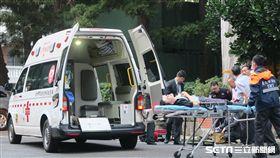 外交部攝影身體適送醫,總統府。(圖/記者盧素梅攝)