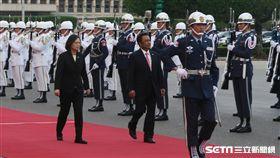 總統蔡英文12日下午在總統府前廣場,以軍禮迎接我太平洋友邦帛琉共和國總統雷蒙傑索。(圖/記者盧素梅攝)