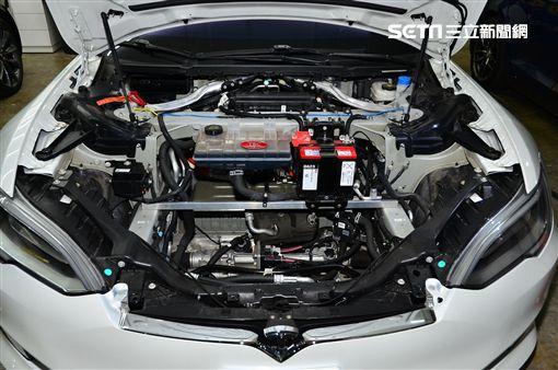 Tesla更換空濾相當重要。(圖/鍾釗榛攝影)