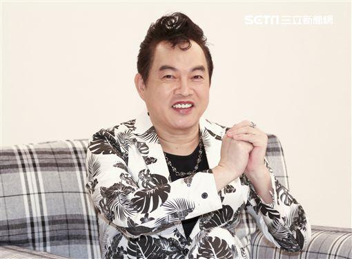 康康喉嚨開刀後首復出拍攝新歌MV。(記者林士傑/攝影)
