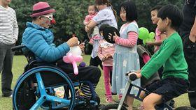小丑爺爺,癱瘓,輪椅,張世明(記者郭奕均攝影)