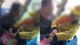 公車,父女,朋友,摟抱,親吻,零用錢,學生,關係,女童,糖果,猥褻, 圖/翻攝自YouTube