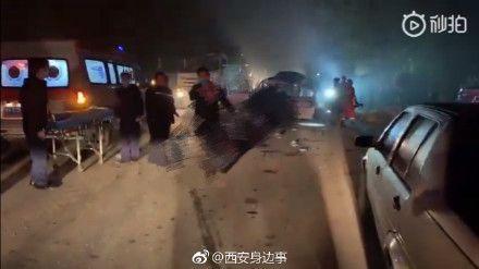 中國大陸,西安,車禍,廂型車,混凝土預拌車(圖/翻攝自微博)