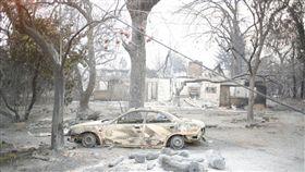 坎普野火(Camp Fire)一發不可收拾,把加州天堂鎮燒得面目全非。(圖/翻攝自@julieturkewitz 推特)