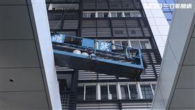 西華富邦大樓發生洗窗工人墜樓事件(翻攝畫面)