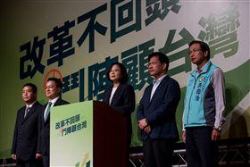 ▲身兼民進黨主席的總統蔡英文呼籲大家團結在一起,贏下這一場台灣價值的保衛戰。(圖/民進黨提供)