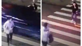 汽車直衝而來…被2人拉著逃 她反而留在原地被撞死(圖/翻攝自《新京報》秒拍)