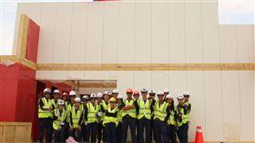 中東盃智能綠建築競賽  交大躋身前15強交通大學團隊參加中東盃太陽能10項全能綠建築競賽,成功進入前15強,近日前往杜拜參加總決賽,學生得在15天內、從無到有打造智能建築。(交大提供)中央社記者許秩維傳真  107年11月15日