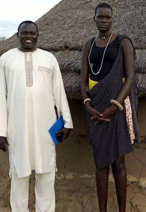 拍賣17歲女兒!標榜「處女新娘」 富商付500牛+3車得標翻攝自《THE ZAMBIAN BSERVER》網站