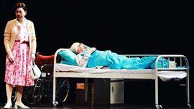顧寶明(右)今年6月和郎祖筠演出舞台劇《接送情》,當時已抱病演出但未被察覺。(圖/翻攝自顧寶明臉書)