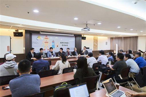 台灣服務型機器人躋身國際市場 專訪資策會服創所何偉光