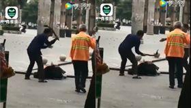 (圖/翻攝自騰訊)中國,廣西,家暴,木棍,毆打