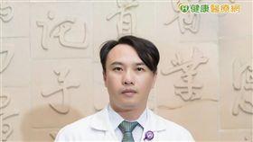 戴世煌醫師提醒,腦瘤常見症狀也包括頭暈、頭痛、腦壓上升、神經功能受影響...等。