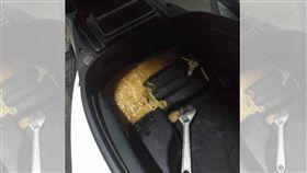 麵線羹,車廂,早餐,扳手,餐具(圖/翻攝自爆料公社)