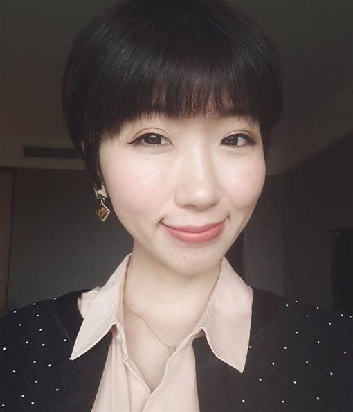 廣告小妹批韓國瑜。(圖/翻攝自廣告小妹臉書)