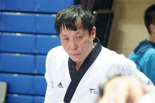 鄭紹宏在公認品勢男子個人組(50歲以下)獲銅。(圖/中華跆協提供)