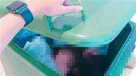 打開垃圾桶看到數顆人頭,她嚇得差點閃尿。(圖/翻攝自爆怨公社)