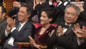金馬主席李安感覺表情有一絲尷尬。(圖/翻攝自遠傳Friday)