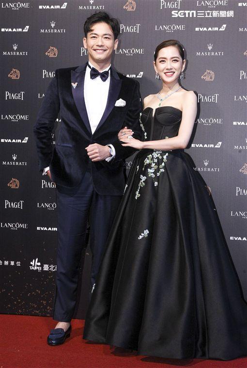 The 55th red carpet guest Golden Winners Liu Jiezhong and Yang Qianxi. (Qiu Rongji Narrator, Lin Shijie / Photograph)