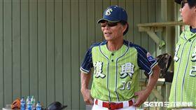 林省言目前擔任屏東縣復興國小和屏東高中的棒球隊總教練。(圖/記者王怡翔攝影)