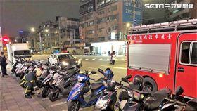 台北市信義商圈飄出瓦斯味,警消及台瓦人員積極找尋來源(翻攝畫面)