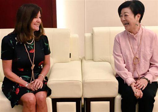 美國副總統彭思的夫人凱倫推特PO文,曬與張淑芬合照。(圖/翻攝自Karen Pence推特)
