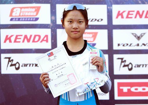 青女中長距離冠軍是大甲高中賴佳琦。(圖/中華民國自由車協會提供)