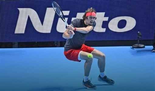 茲維列夫決賽直落二擊敗喬科維奇。(圖/翻攝自ATP官網)