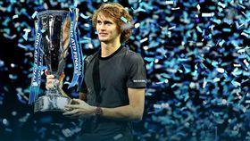 繼貝克後,茲維列夫成為首位在年終總決賽摘冠的德國球員。(圖/翻攝自ATP官網)